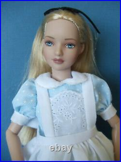 2006 Robert Tonner MARLEY Wentworth Classic ALICE 12 doll Mint No Box