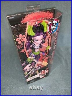 2015 Monster High Ghouls Getaway Elissabat doll NRFB