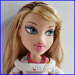 BRATZ Sweet Dreamz Siernna Doll MGA Skirt Shirt Comb Brush Sandals Shoes Pajamas
