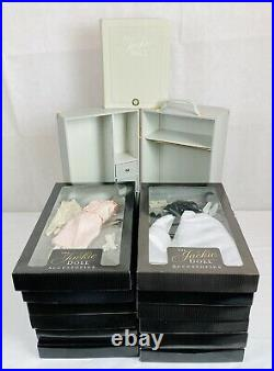 Franklin Mint Jackie Kennedy Accessories Wardrobe WithTrunk 12 Outfits