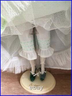 Franklin Mint LOT GWTW 16 Vinyl DOLL SCARLETT dressed withStand + 2 ENSEMBLES NIB