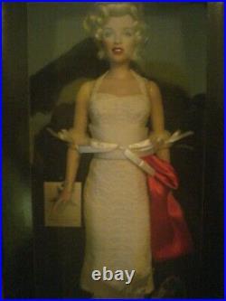 Franklin Mint Marilyn Monroe Walk of Fame vinyl doll