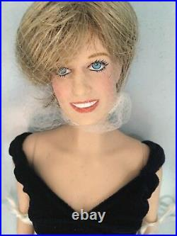 Franklin Mint PRINCESS DIANA 16 Vinyl Doll in Velvet Gown Ensemble NRFB withStand