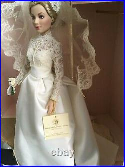 Franklin Mint PRINCESS GRACE 16 Vinyl Doll in WEDDING Ensemble withStand +Bouquet