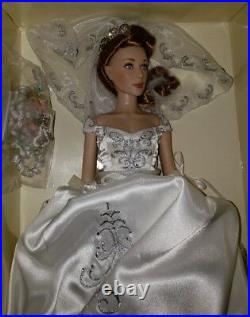 Franklin Mint Russian Bride Doll WithBouquet and Pearls NIB