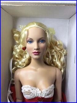 Tonner Basic Sweetheart Alice in Wonderland 2005 16 Fashion Doll Mint Box Stand