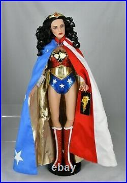 Tonner Dolls Wonder Woman Deluxe 17 DC Stars 2009 Rare, Mint Complete