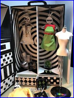 Twiggy Doll, 3 Outfits, Mannequin & Franklin Mint Collector Trunk Carrying Case